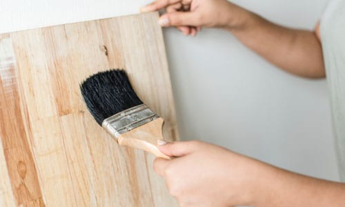 Varnishing-timber