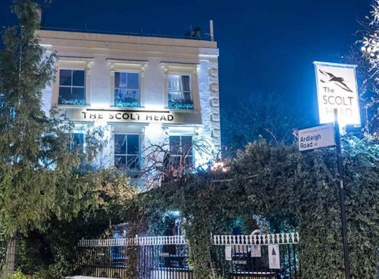 Scolt-Head-pub-at-night-